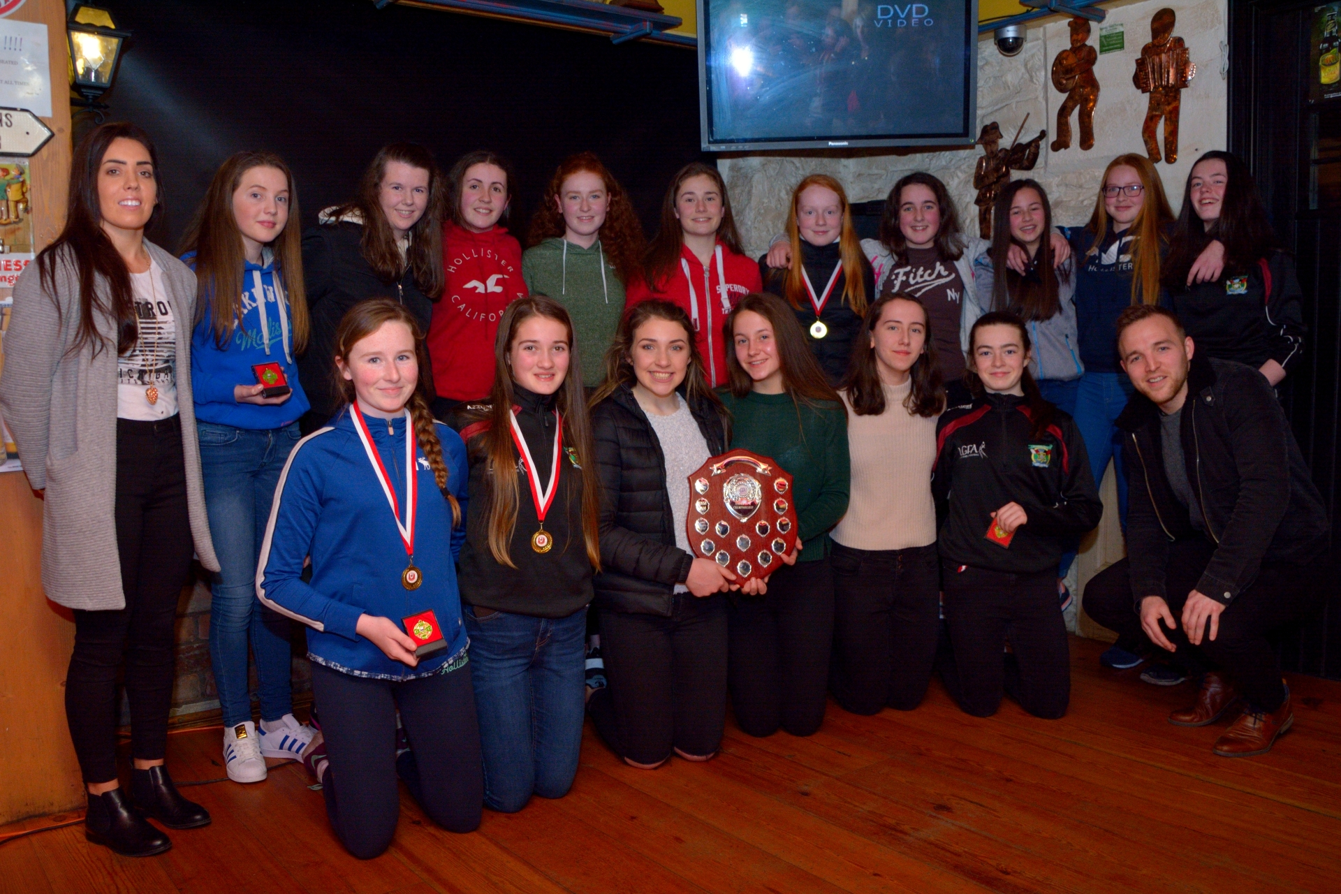 Cromane Ladies Under 15 County Champions with Sarah Houlihan & Darran O'Sullivan at the medal presentation